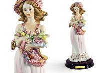 Статуэтка Девушка с тюльпанами
