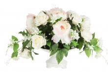 Декоративные цветы Розы и пионы в керамической вазе